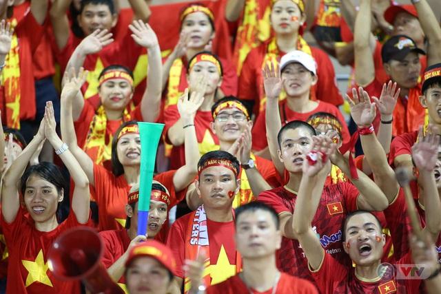 ĐT nữ Việt Nam vào chung kết SEA Games 30, HLV Mai Đức Chung hài lòng về các nữ cầu thủ - Ảnh 3.