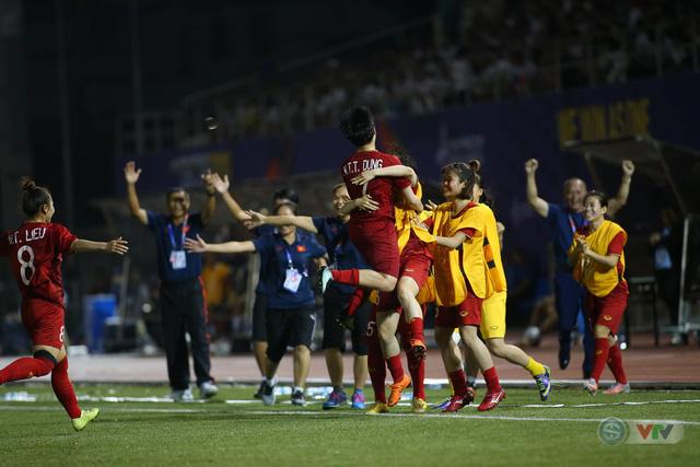 ẢNH: ĐT nữ Việt Nam thi đấu kiên cường, thắng thuyết phục ĐT nữ Phillipines để tiến vào chung kết SEA Games 30 - Ảnh 12.