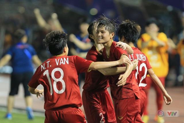 ẢNH: ĐT nữ Việt Nam thi đấu kiên cường, thắng thuyết phục ĐT nữ Phillipines để tiến vào chung kết SEA Games 30 - Ảnh 7.