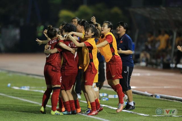 ẢNH: ĐT nữ Việt Nam thi đấu kiên cường, thắng thuyết phục ĐT nữ Phillipines để tiến vào chung kết SEA Games 30 - Ảnh 13.