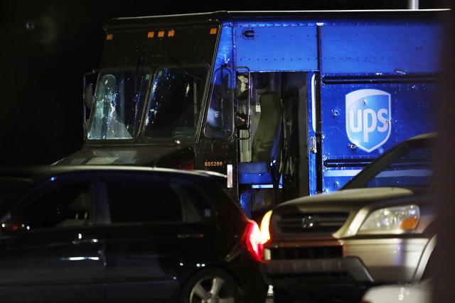 Mỹ: Đấu súng tại nút giao thông ở Florida gây nhiều thương vong - Ảnh 1.