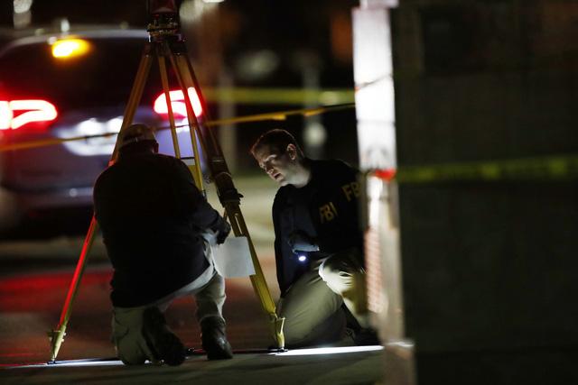 Mỹ: Đấu súng tại nút giao thông ở Florida gây nhiều thương vong - Ảnh 3.