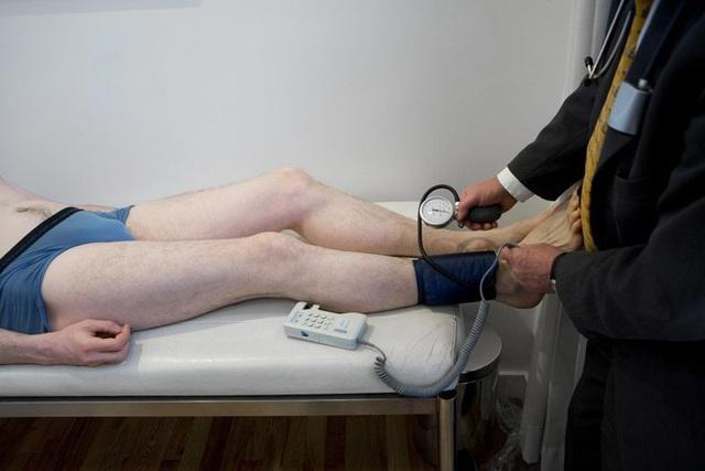Những nguyên nhân khiến bàn chân bị lạnh - Ảnh 2.