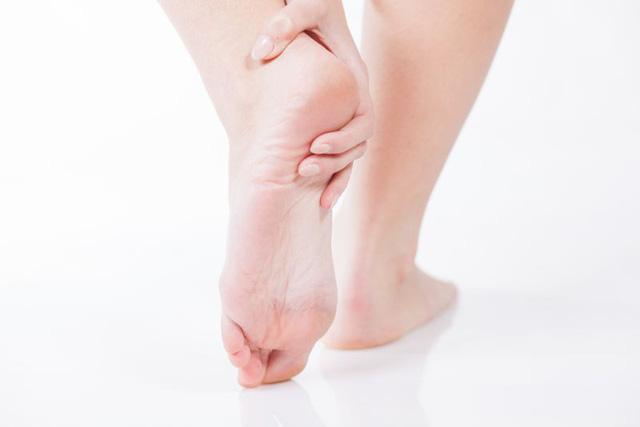 Những nguyên nhân khiến bàn chân bị lạnh - Ảnh 9.
