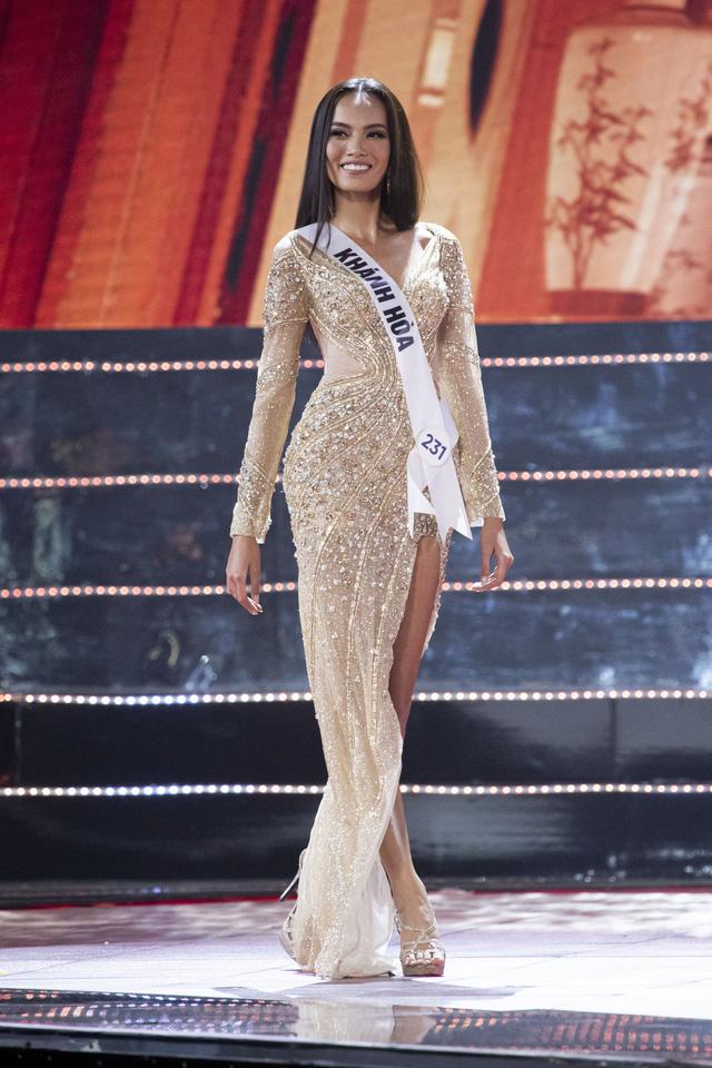 Top 10 Hoa hậu Hoàn vũ Việt Nam khoe sắc với trang phục dạ hội - Ảnh 4.