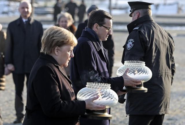 Thủ tướng Đức lần đầu thăm trại tập trung ở Ba Lan - Ảnh 4.