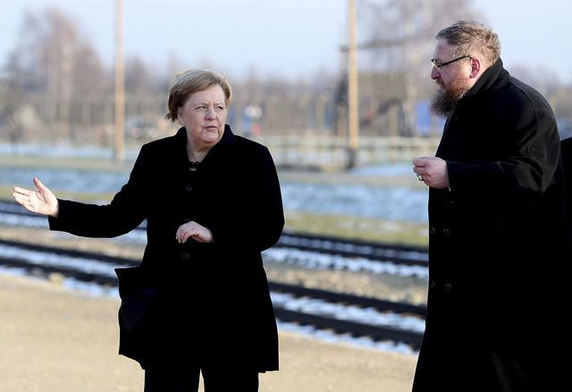 Thủ tướng Đức lần đầu thăm trại tập trung ở Ba Lan - Ảnh 8.