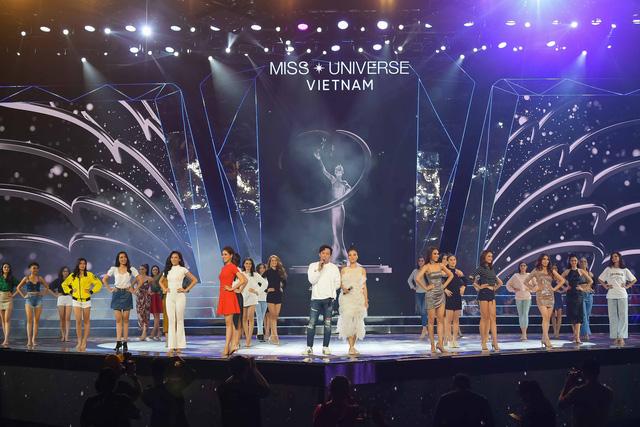 Ngay sau đám cưới, Hoàng Oanh tất bật làm MC Chung kết Hoa hậu Hoàn vũ Việt Nam 2019 - Ảnh 1.
