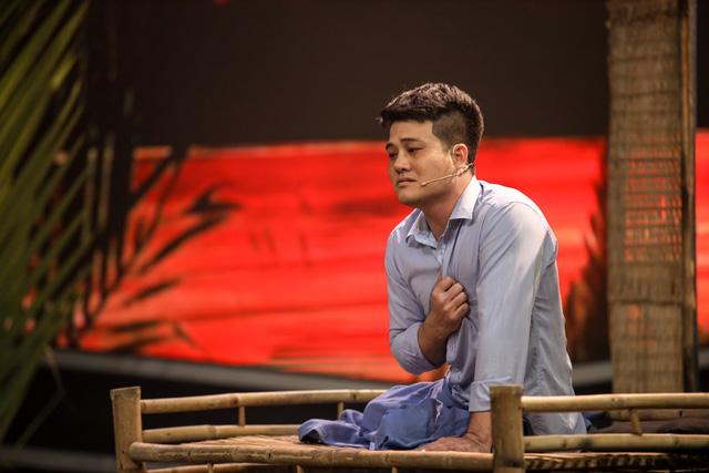 Mẹ chồng quốc dân Ngân Quỳnh khóc nghẹn trước tiết mục xúc động của nghệ sĩ cải lương khuyết tật Minh Chí - Ảnh 4.