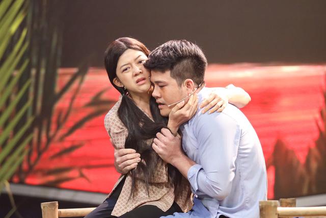 Mẹ chồng quốc dân Ngân Quỳnh khóc nghẹn trước tiết mục xúc động của nghệ sĩ cải lương khuyết tật Minh Chí - Ảnh 3.