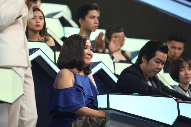 Mẹ chồng quốc dân Ngân Quỳnh khóc nghẹn trước tiết mục xúc động của nghệ sĩ cải lương khuyết tật Minh Chí - Ảnh 5.