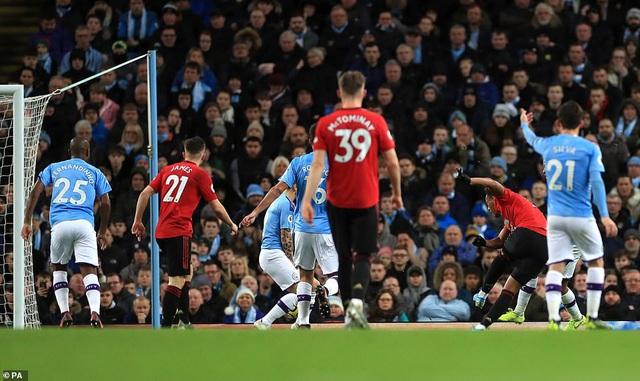 Man City 1-2 Man Utd: Thất bại sân nhà, hụt hơi cuộc đua vô địch - Ảnh 2.