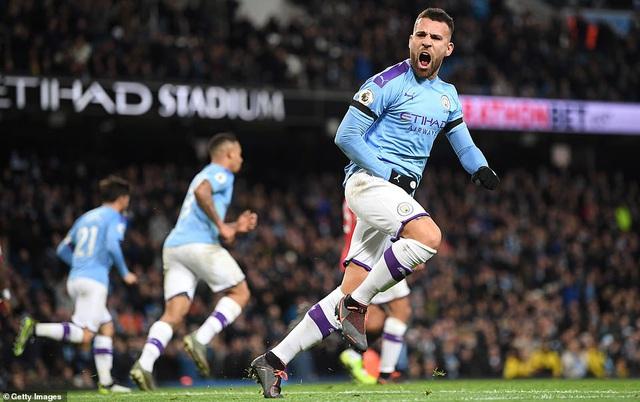 Man City 1-2 Man Utd: Thất bại sân nhà, hụt hơi cuộc đua vô địch - Ảnh 4.