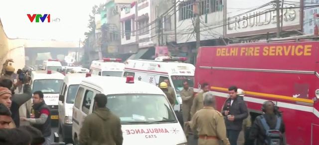 Cháy lớn tại một nhà máy ở thủ đô Ấn Độ, ít nhất 43 người chết - Ảnh 1.