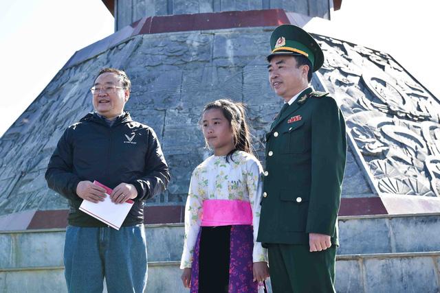 Tự hào lá cờ Việt Nam trên hành trình chinh phục miền biên ải - Ảnh 11.
