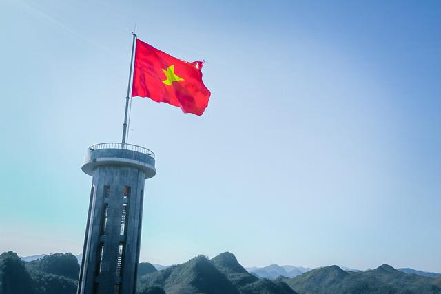 Tự hào lá cờ Việt Nam trên hành trình chinh phục miền biên ải - Ảnh 3.
