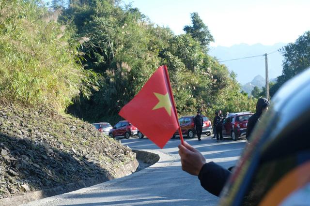 Tự hào lá cờ Việt Nam trên hành trình chinh phục miền biên ải - Ảnh 6.
