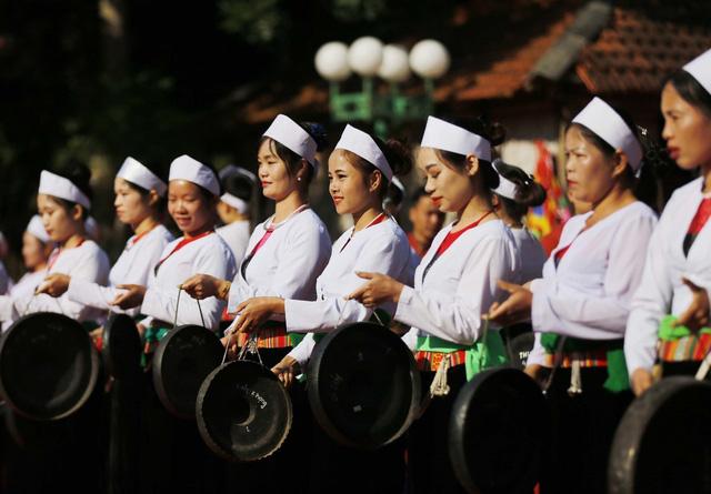 Sắc màu di sản văn hóa phi vật thể tỉnh Hòa Bình - Ảnh 2.