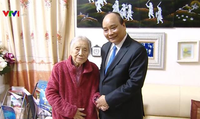 Thủ tướng thăm hỏi nguyên lãnh đạo Đảng, Nhà nước - Ảnh 1.