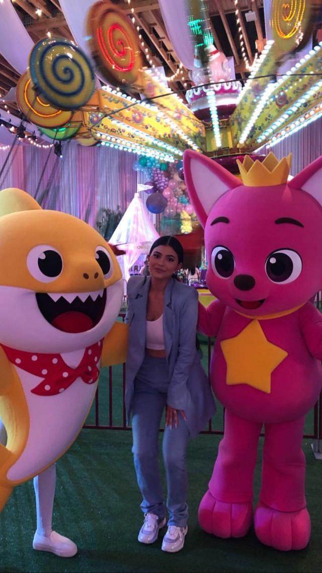 Kylie Jenner tổ chức tiệc hoành tráng mừng sinh nhật con gái - Ảnh 6.