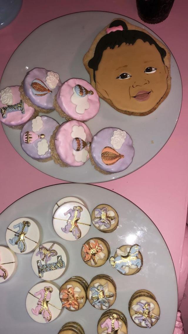 Kylie Jenner tổ chức tiệc hoành tráng mừng sinh nhật con gái - Ảnh 3.