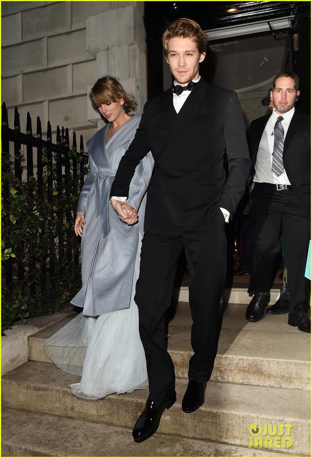 Taylor Swift bất ngờ xuất hiện cùng bạn trai tại lễ trao giải BAFTA 2019 - Ảnh 1.