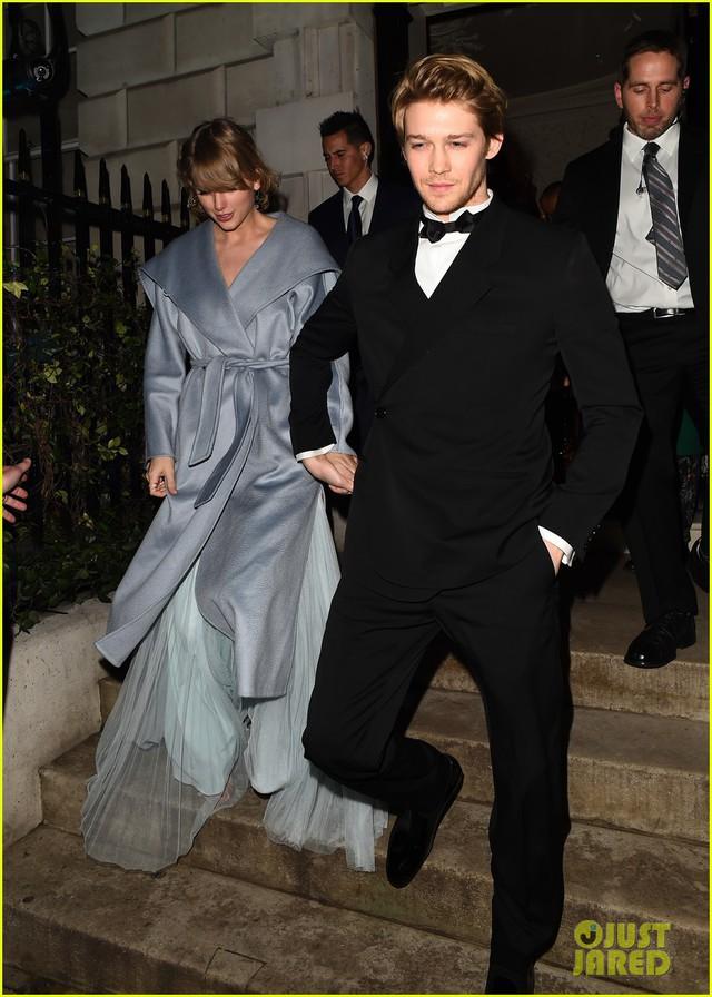 Taylor Swift bất ngờ xuất hiện cùng bạn trai tại lễ trao giải BAFTA 2019 - Ảnh 2.