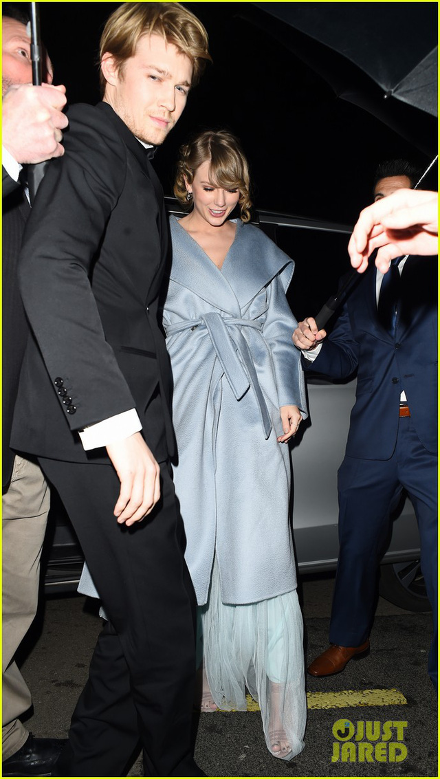 Taylor Swift bất ngờ xuất hiện cùng bạn trai tại lễ trao giải BAFTA 2019 - Ảnh 4.