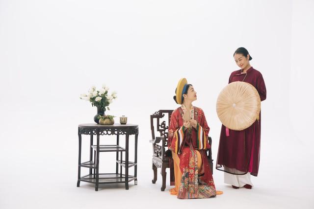 MC Phí Linh, Hồng Nhung diện các mẫu áo dài trong 100 năm qua - Ảnh 2.