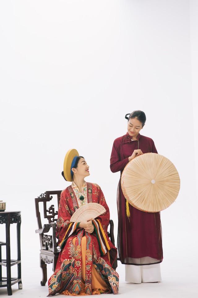 MC Phí Linh, Hồng Nhung diện các mẫu áo dài trong 100 năm qua - Ảnh 5.