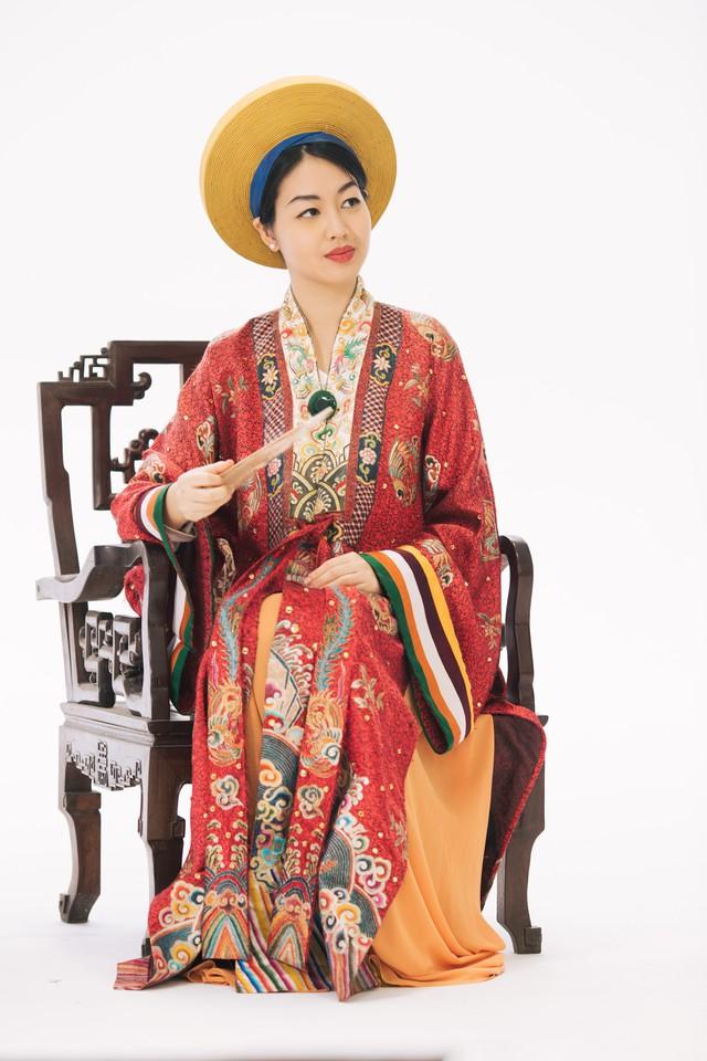 MC Phí Linh, Hồng Nhung diện các mẫu áo dài trong 100 năm qua - Ảnh 4.