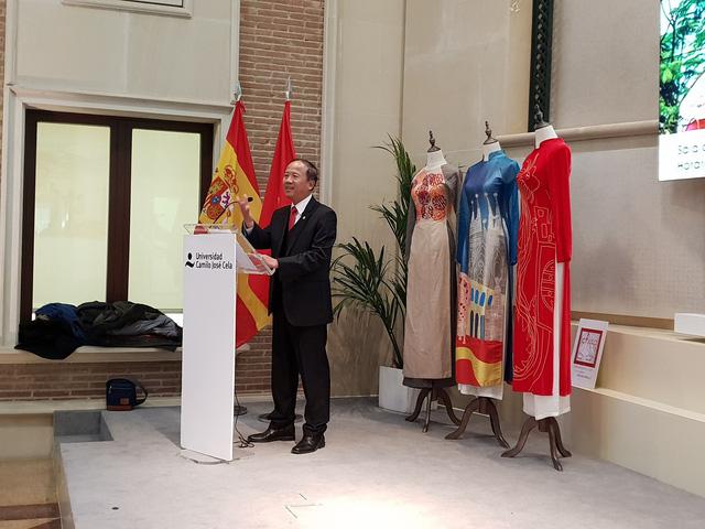 Khai mạc triển lãm Góc nhìn về Việt Nam tại Tây Ban Nha - Ảnh 1.