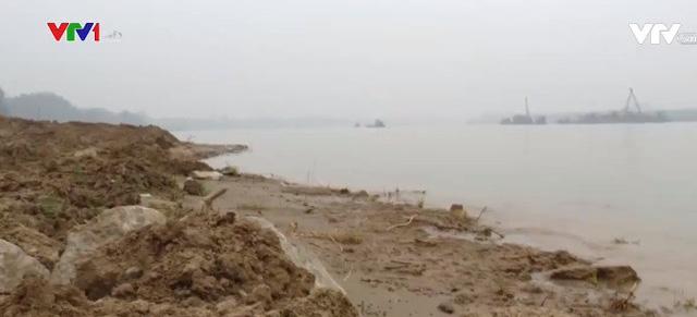 Người dân bị mất dần đất canh tác vì các tàu hút cát - Ảnh 1.