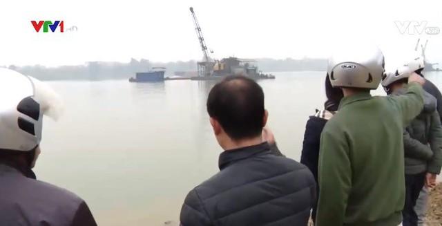 Người dân bị mất dần đất canh tác vì các tàu hút cát - Ảnh 2.