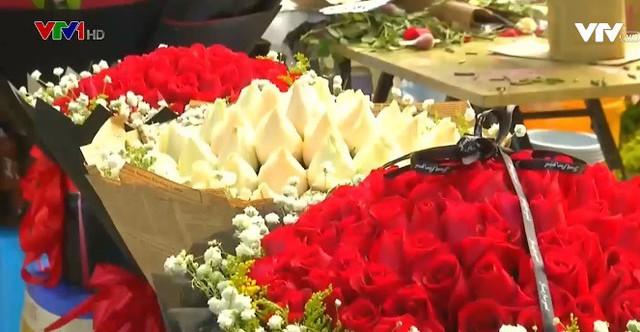 Trung Quốc: Giá hoa dịp Valentine tăng cao - Ảnh 1.