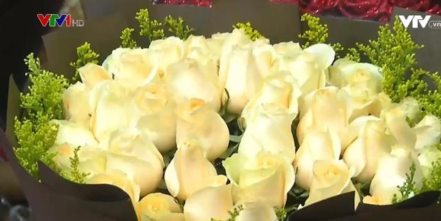 Trung Quốc: Giá hoa dịp Valentine tăng cao - Ảnh 5.