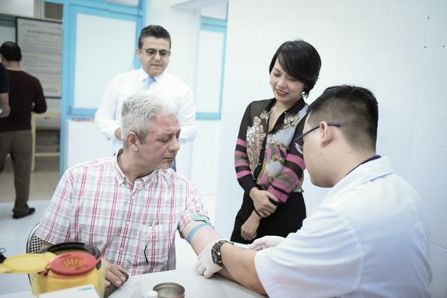 Đại sứ Palestine tại Việt Nam tham gia hiến máu cứu người - Ảnh 1.