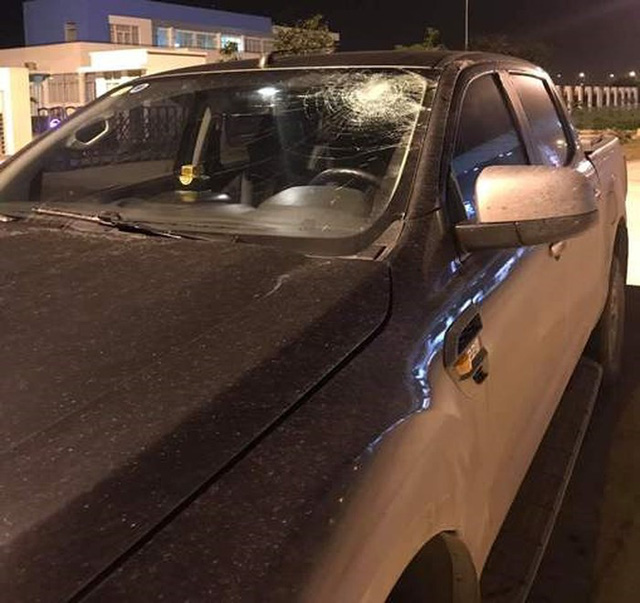 Ô tô bị ném đá vỡ kính trên cao tốc Hà Nội - Hải Phòng - Ảnh 1.