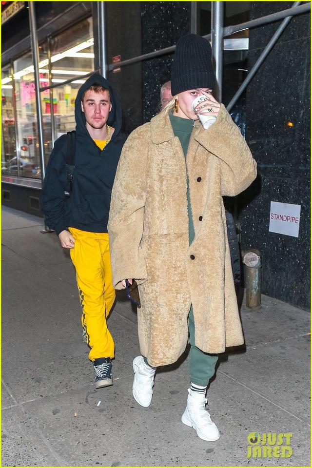 Sau tin đồn ly hôn, Justin Bieber vẫn quấn quýt bên vợ - Ảnh 2.