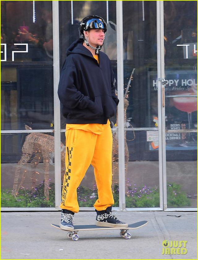 Sau tin đồn ly hôn, Justin Bieber vẫn quấn quýt bên vợ - Ảnh 3.