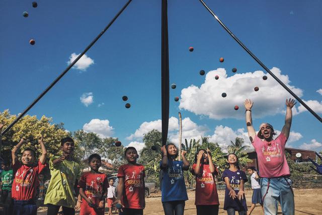 Spark Circus - Tổ chức cộng đồng mang tiếng cười đến với dân tị nạn - Ảnh 4.