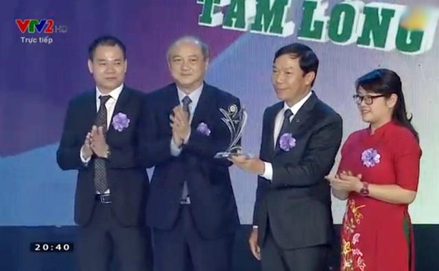 Cúp Chiến thắng 2018: Tiền vệ Quang Hải giành giải thưởng Nam VĐV của năm - Ảnh 2.