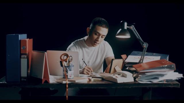 Dương Edward ra mắt MV hát về nỗi lòng người con xa quê nhớ mẹ ngày Tết - Ảnh 1.