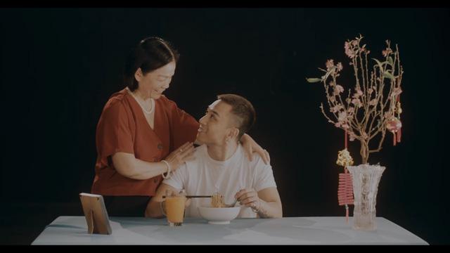 Dương Edward ra mắt MV hát về nỗi lòng người con xa quê nhớ mẹ ngày Tết - Ảnh 5.