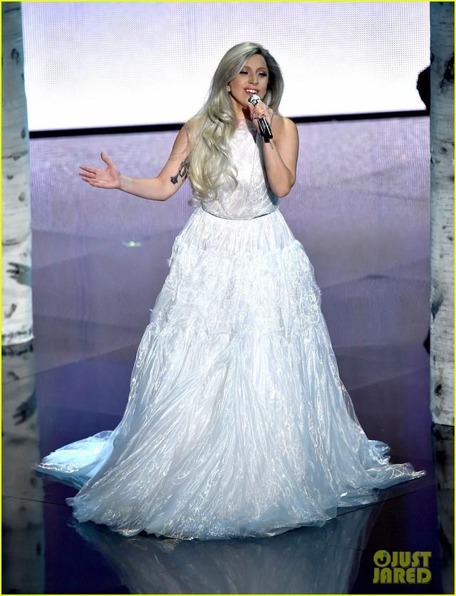 lady-gaga-past-oscars-fashion-03-1550937901088210655604.jpg