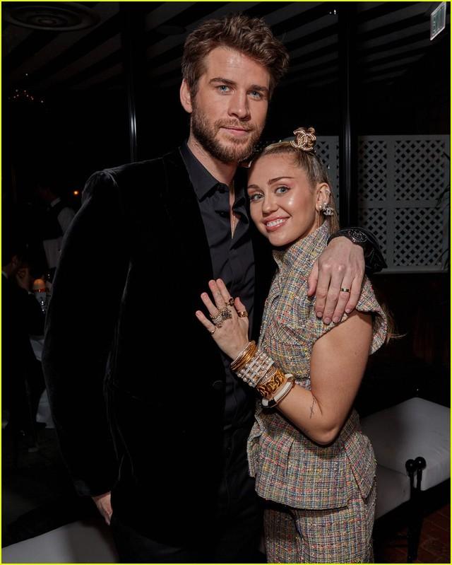 Oscar 2019: Cô dâu mới Miley Cyrus thu hút mọi ánh nhìn - Ảnh 1.
