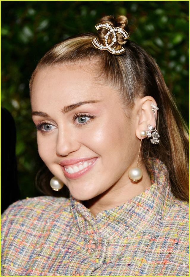 Oscar 2019: Cô dâu mới Miley Cyrus thu hút mọi ánh nhìn - Ảnh 5.