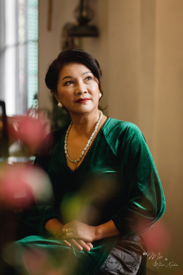 Mẹ con Bảo Thanh đẹp rạng ngời trong bộ ảnh áo dài xuân - Ảnh 7.