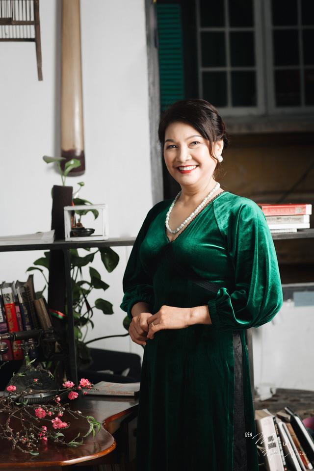 Mẹ con Bảo Thanh đẹp rạng ngời trong bộ ảnh áo dài xuân - Ảnh 8.