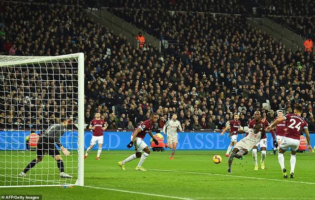 Liverpool chia điểm trên sân của West Ham - Ảnh 2.